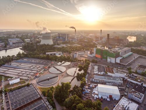 Fotobehang Berlijn Kraftwerk am Wasser in Berlin-Spandau.