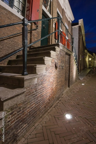 Fotobehang Smalle straatjes City of Maassluis Netherlands by night