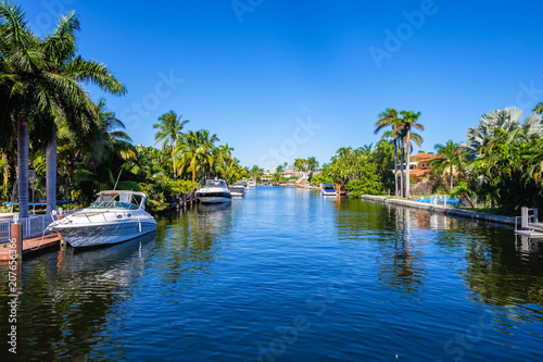 Leinwanddruck Bild Waterfront community in South Florida