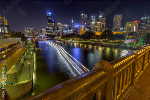 Fotobehang Nacht snelweg Melbourne cityscape. night photography. Boat trail. View from a bridge.