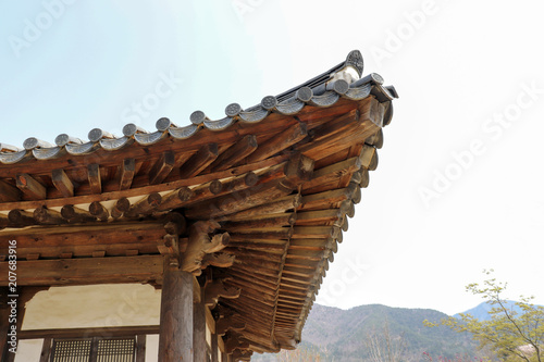 Fotobehang Seoel The roof and eaves of Korean traditional houses.