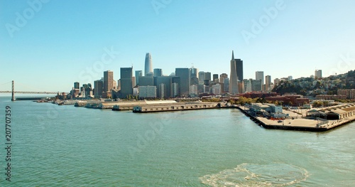 Fotobehang San Francisco City of San Francisco skyline and water front views