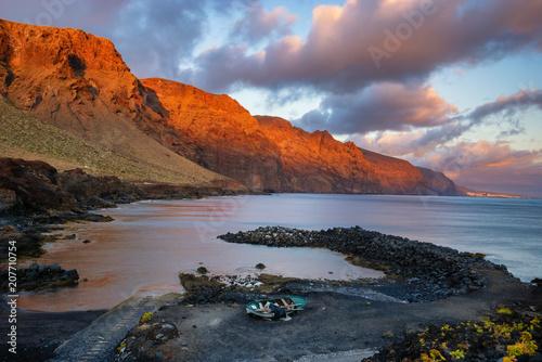 Fotobehang Vuurtoren seascape,cliffs of los Gigantes seen from the cape of Punta del teno, Tenerife