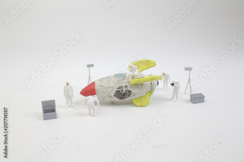 a mini figure work with the broke space ship - 207714387