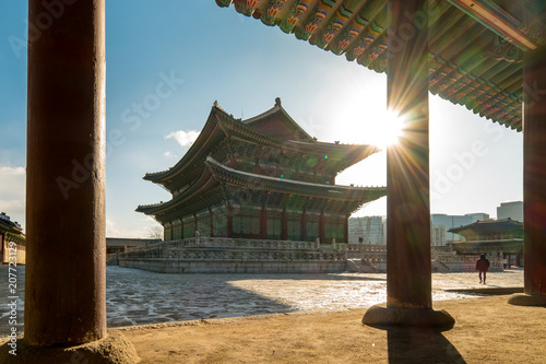 Fotobehang Seoel Morning sunrise at Gyeongbokgung Palace in Seoul city, Korea