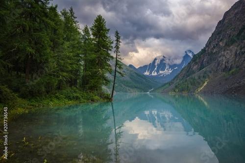 Fotobehang Groen blauw lake