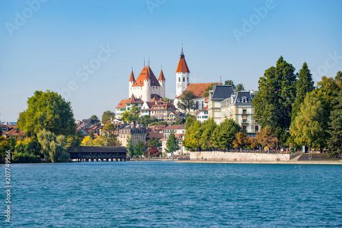 Leinwanddruck Bild Stadt Thun am Thunersee, Kanton Bern, Schweiz