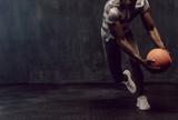 Crossfit facet trenuje z koszykówką