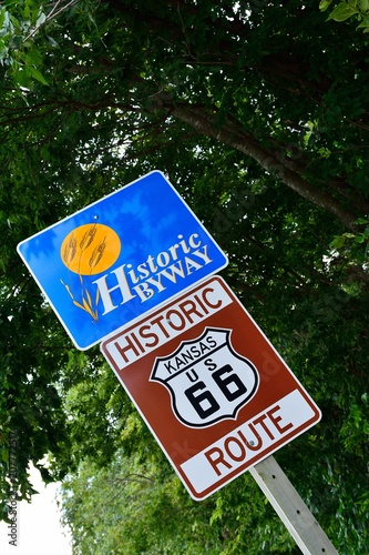 Fotobehang Route 66 Historic Route 66 road sign.