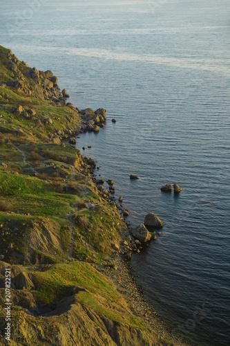 Aluminium Donkergrijs Mountain seashore in the evening