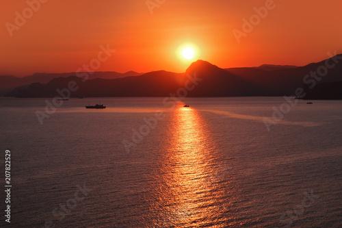 Aluminium Baksteen Sunset over the sea in the mountains