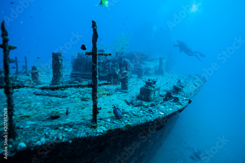 Fotobehang Schipbreuk Scuba diver underwater shipwreck