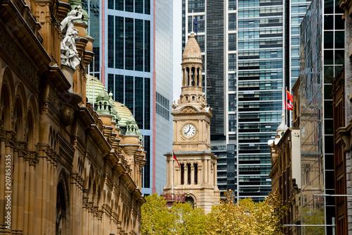 In de dag Sydney Town Hall & Queen Victoria Building - Sydney - Australia