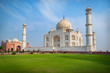 Leinwanddruck Bild - Taj Mahal on a sunny day. An ivory-white marble mausoleum on the south bank of the Yamuna river in Agra, Uttar Pradesh, India. One of the seven wonders of the world.