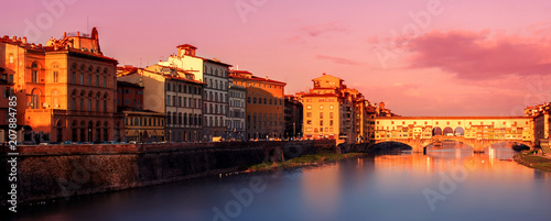 Aluminium Florence Beautiful Sunset view of Ponte Vecchio over Arno River in Florence, Italy. Florence is a popular tourist destination of Europe. .