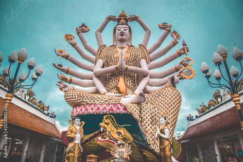 Fotobehang Thailand Wat Plai Laem, temple in Koh Samui, Thailand