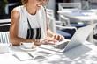 Leinwanddruck Bild - Woman Freelancer Working at Cafe