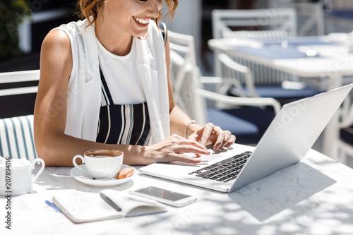 Leinwanddruck Bild Woman Freelancer Working at Cafe