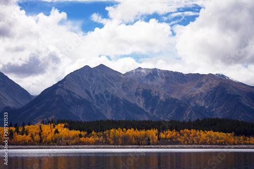 Fotobehang Herfst Aspen Reflections in Mount Elbert Forebay, Twin Lakes, Colorado
