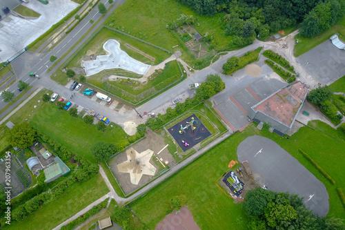 Foto Murales Vue aérienne d'un parc public  avec des jeux pour enfants