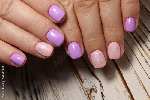 Fotobehang Manicure pink manicure with a design