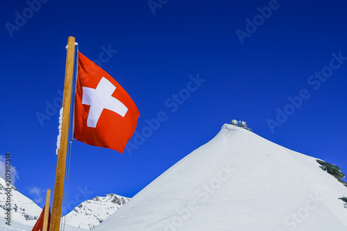 Fotobehang Donkerblauw Switzerland flag and Sphinx observatory at top of jungfraujoch