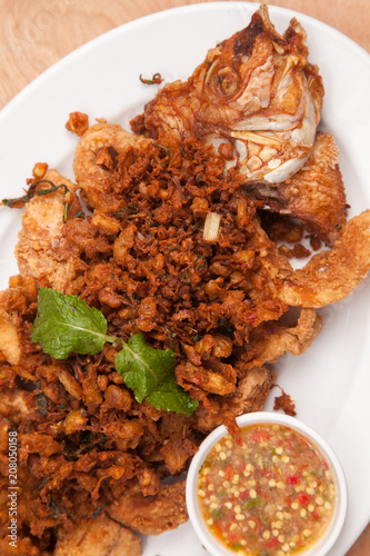 Fried fish and garlic thai style sauce - Thai food - 208050158