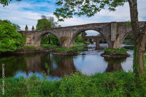 Fotobehang Bruggen Die alte Steinbrücke von Stirli9ng/Schottland