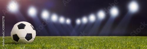Piłka nożna na stadionie lub na arenie z oświetleniem