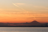 東京湾から見る夕方の富士山 - 208100100