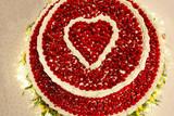 Torta di frutta con decorazione a forma di cuore
