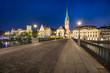 Altstadt von Zürich bei Nacht mit Münsterbrücke und Fraumünster, Schweiz - 208247705