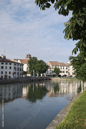 Foto Murales Treviso, Italy - May 29, 2018: View of the River Sile in Treviso