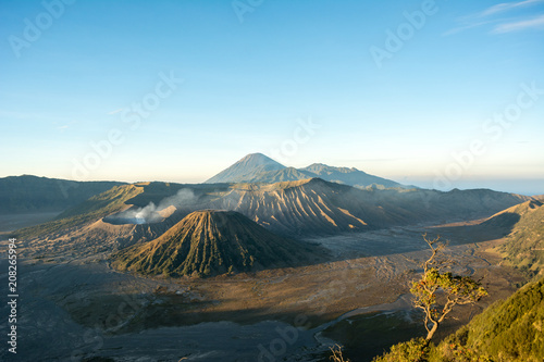 Plexiglas Pool steam over mount bromo