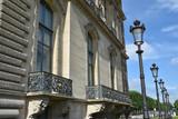 Réverbères au palais du Louvre à Paris, France - 208275556