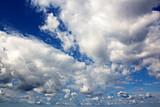 Голубое небо и облака