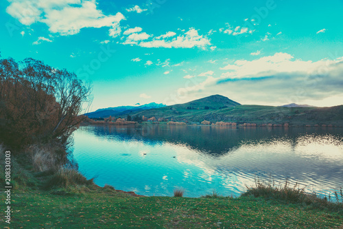 Fotobehang Groen blauw Autumn in Lake Hayes, Queenstown New Zealand landscape