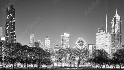 Fotobehang Chicago Black and white Chicago panorama at night, USA.