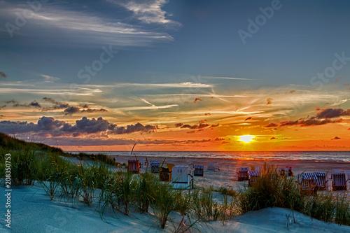 Aluminium Noordzee Sonnenuntergang am Strand auf der ostfriesischen Nordseeinsel Juist in Deutschland, Europa.