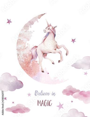 wierzyc-w-magie-akwarela-jednorozca-plakat-reka-malujaca-basni-ilustracja-z-fantazi-zwierzeciem-ksiezyc-chmury-gwiazdy-na-bialym-tle-sztuka-dla-dzieci-kreskowki