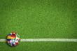 Leinwanddruck Bild - Fußball auf Rasen / Spielfeld mit Länderflaggen