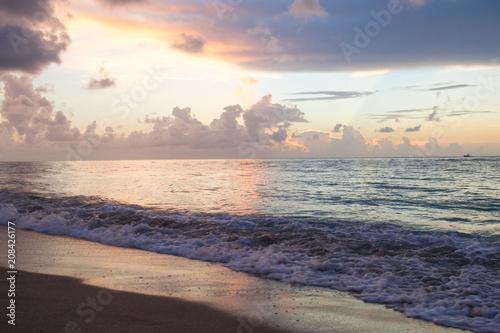 Fotobehang Zee zonsondergang West Palm Sun Rise