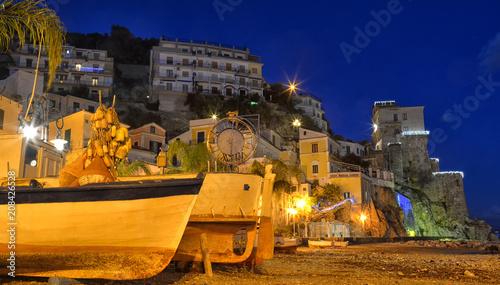 Panorama notturno di Cetara, piccolo paese della costiera amalfitana, Italia
