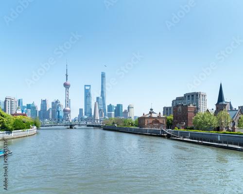Canvas Blauwe hemel shanghai landscape of suzhou river