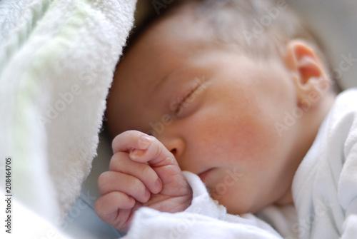 Leinwanddruck Bild Newborn baby girl in hostpital bed sleeping