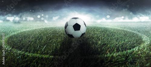 Fußball liegt auf dem Mittelpunkt