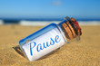 Flaschenpost am Strand: Pause