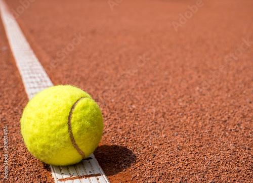Fototapeta Tennisball auf der Linie