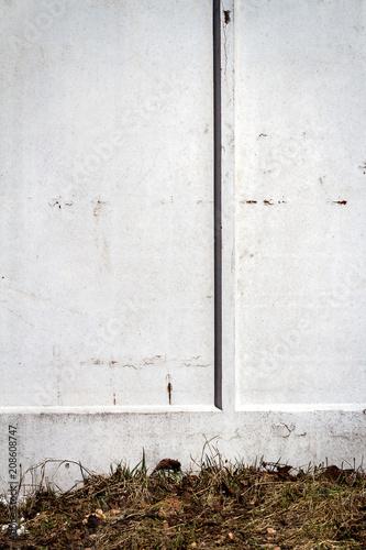 Aluminium Graffiti Gray wall and grass