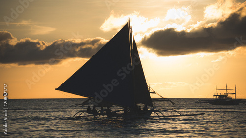 Fotobehang Zeilen Sailboat silhuette